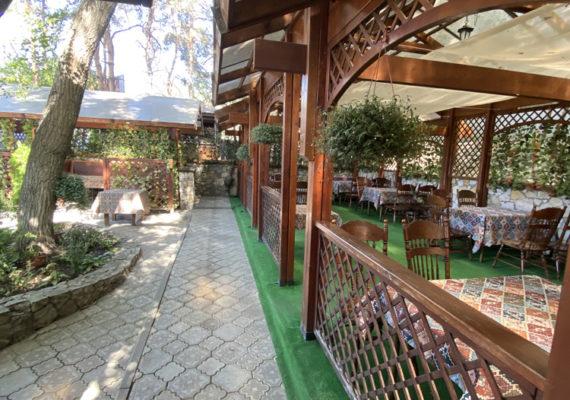 ресторан с летней верандой